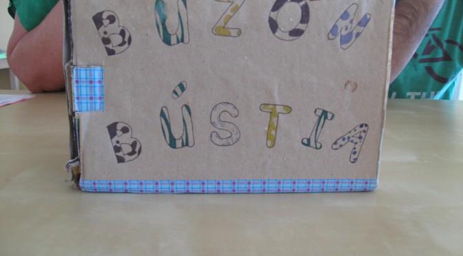 El buzón de correos para practicar la escritura en el aula